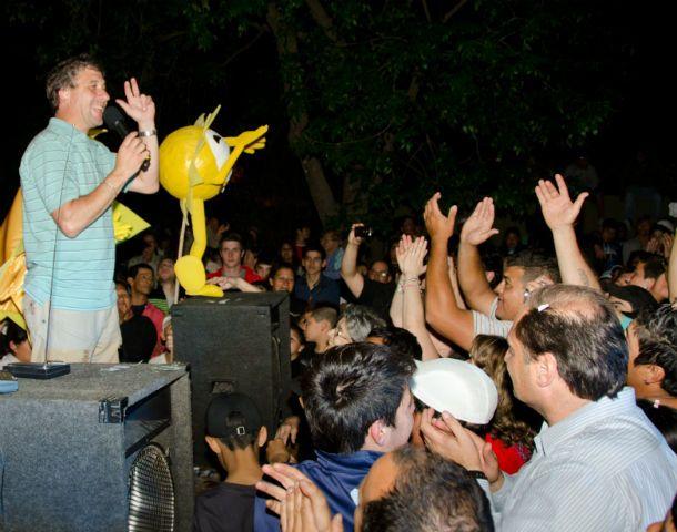 Festejos. Pedretti iniciará su cuarto mandato como intendente de Roldán.(Foto: gentileza C.Moriñigo)