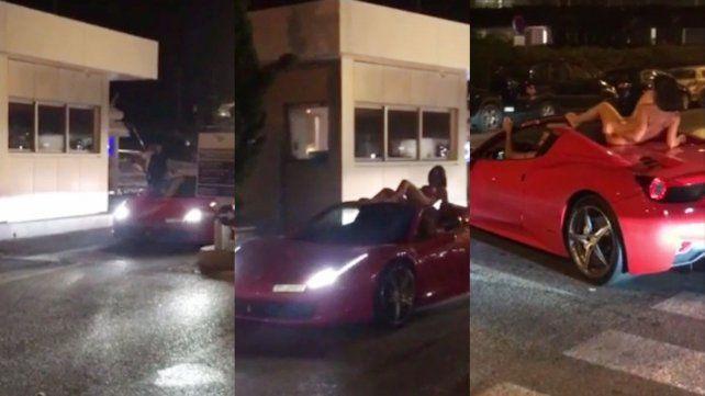Una mujer se pasea desnuda sobre una Ferrari en Ibiza