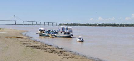 El Paraná vuelve a bajar frente al puerto de Rosario