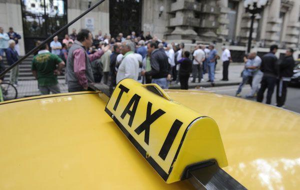 Un grupo de taxistas filmaron un video nocturno de casi una hora en el que transitan por distintas zonas y no cruzan ningún móvil policial.
