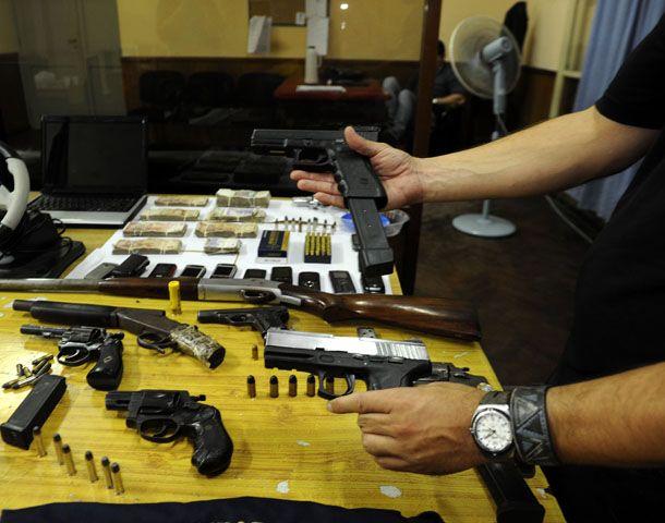 El año pasado se secuestraron en Rosario casi 1200 armas de fuego en distintos operativos. (Foto: V. Benedetto)
