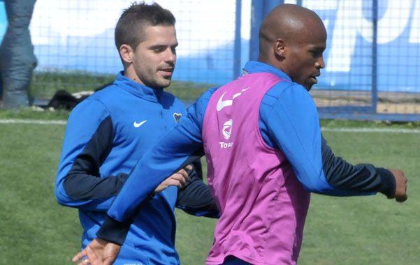 Los dos. Gago y Ribair. Fernando será titular y el uruguayo estará en el banco.