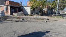 El grupo de amigos estaba sentado en una piedra sobre la esquina de Bielsa y Barra cuando fueron atacados a los tiros desde un auto.