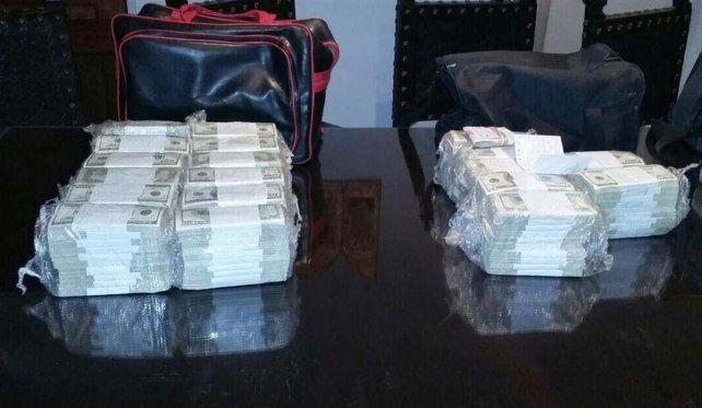 El dinero secuestrado por la policia bonaerense.
