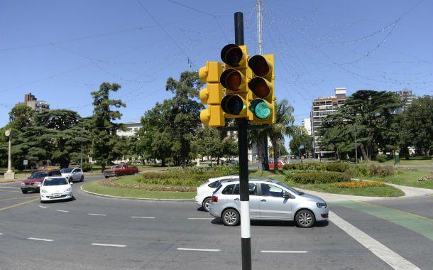 Con semáforo e insegura. La rotonda de Oroño y Pellegrini fue escenario de 85 choques en 2014.