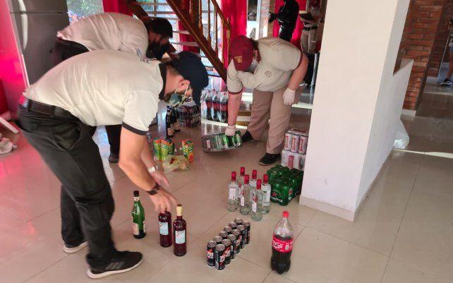 Las bebidas incautadas en el evento para el que se cobró entrada.