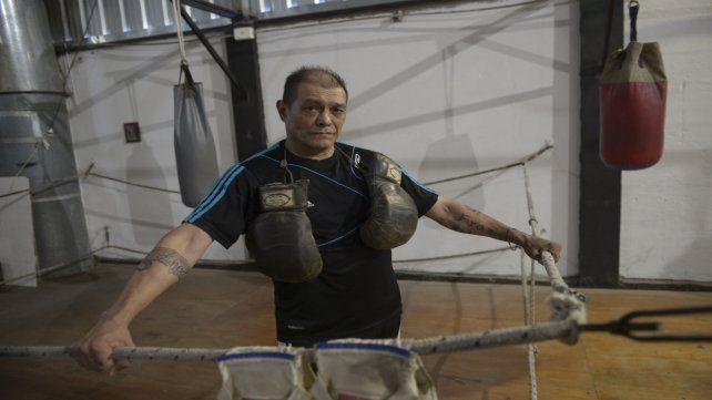 Lucho Ploner tiene 57 años y desde hace más de 20 se dedica a entrenar en el gimnasio y en los cuadriláteros.