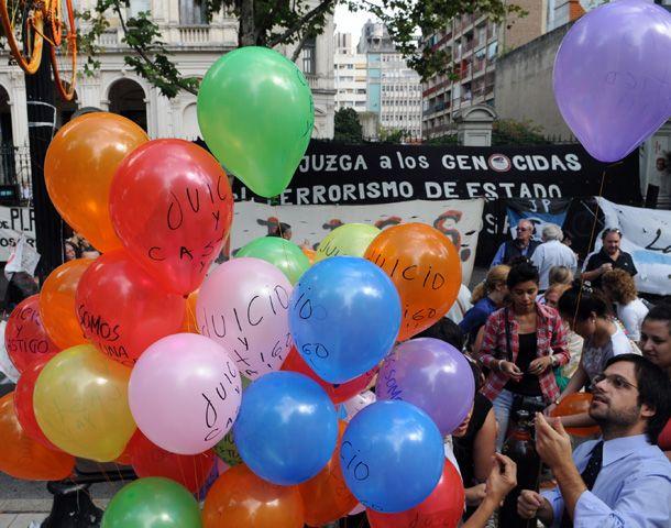 Juicio y castigo reclaman familiares y amigos de las víctimas del terrorismo de Estado. (Foto: S. Toriggino)