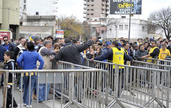 La Municipalidad le sugirió a los directivos canallas que se vuelva al sistema de entrega de tickets.