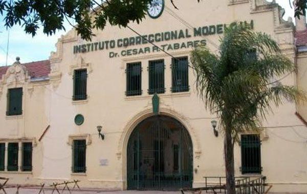 El asesinato se produjo a metros de la puerta principal de la cárcel.