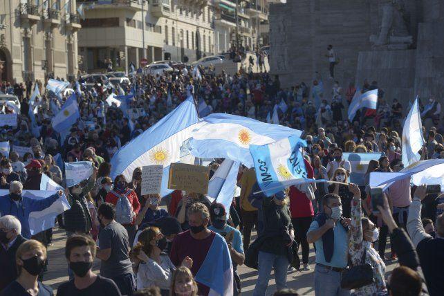 Multitudinario cuestionamiento de la oposición hacia el gobierno nacional en el Monumento