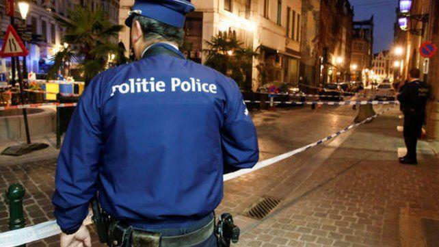 La policía belga detuvo a varias personas en una reunión de sexo grupal ilegal.