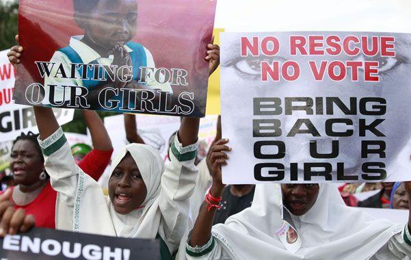 Angustia. Madres de las niñas cautivas de la milicia radical nigeriana presionan al gobierno por su liberación.