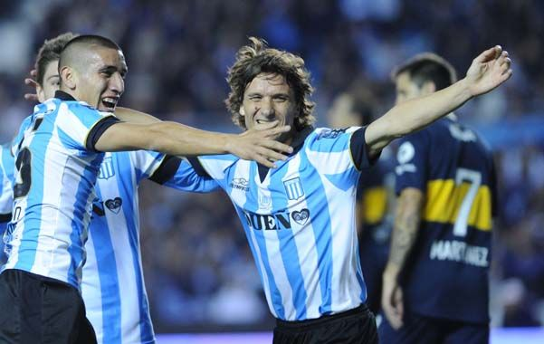 Gozaron. Centurión y Pelletieri disfrutan del primer gol de Racing