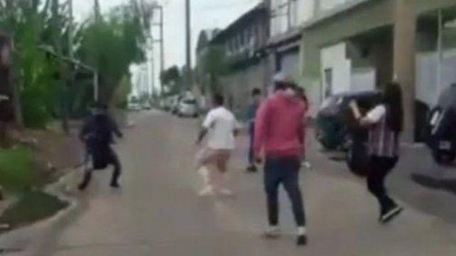 Los carniceros de un matadero corrieron a golpes a un grupo de manifestantes veganos