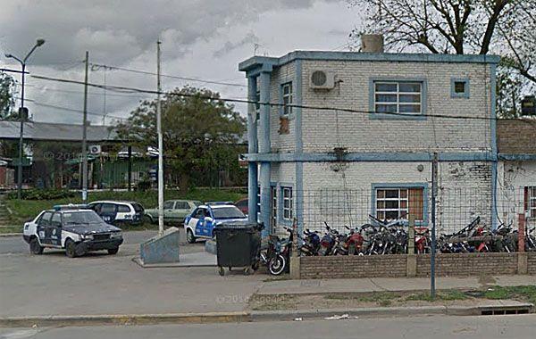El hombre fue detenido y alojado preventivamente en la subcomisaría 20ª.