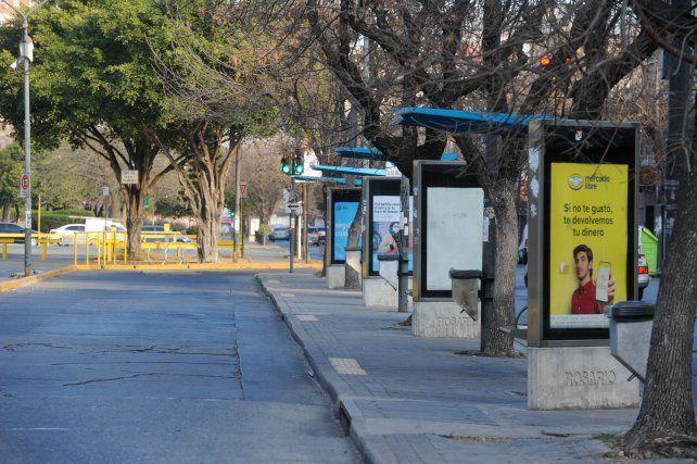 Otra vez a pie. Los usuarios del transporte deberán esperar a que se salde la deuda con los choferes.