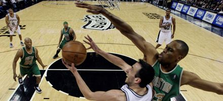 NBA: Ginóbili se luce pero los Spurs vuelven a perder