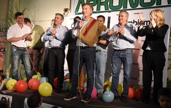 Poncho tucumano. Macri encabezó un acto junto a José Cano y al gobernador electo de Jujuy