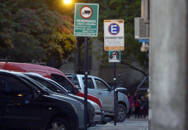 Carteles. El nuevo concesionario del sistema deberá informar al menos en 50 cuadras dónde hay espacio para estacionar y dónde no queda lugar.