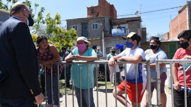 Los vecinos de Villa Banana dialogan con el gobernador Omar Perotti.
