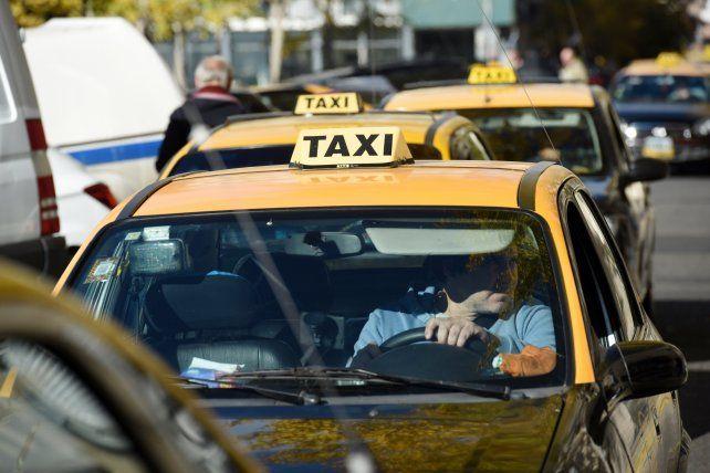 Se normaliza el servicio de taxis en Rosario tras el paro en señal de duelo por el asesinato de Gerónimo Escobar