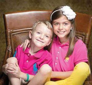 Gavin y Makenzie. El niño padece una enfermedad mitocondrial