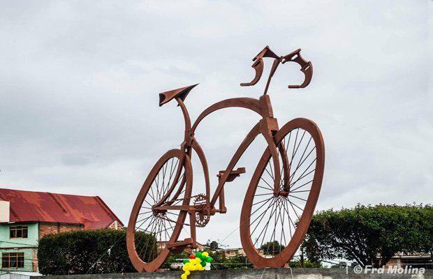 Canelones. Los ciclistas uruguayos construyeron el monumento.
