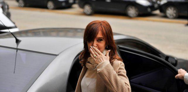 Pese a la muerte de su madre, Cristina viajaría esta noche a Cuba