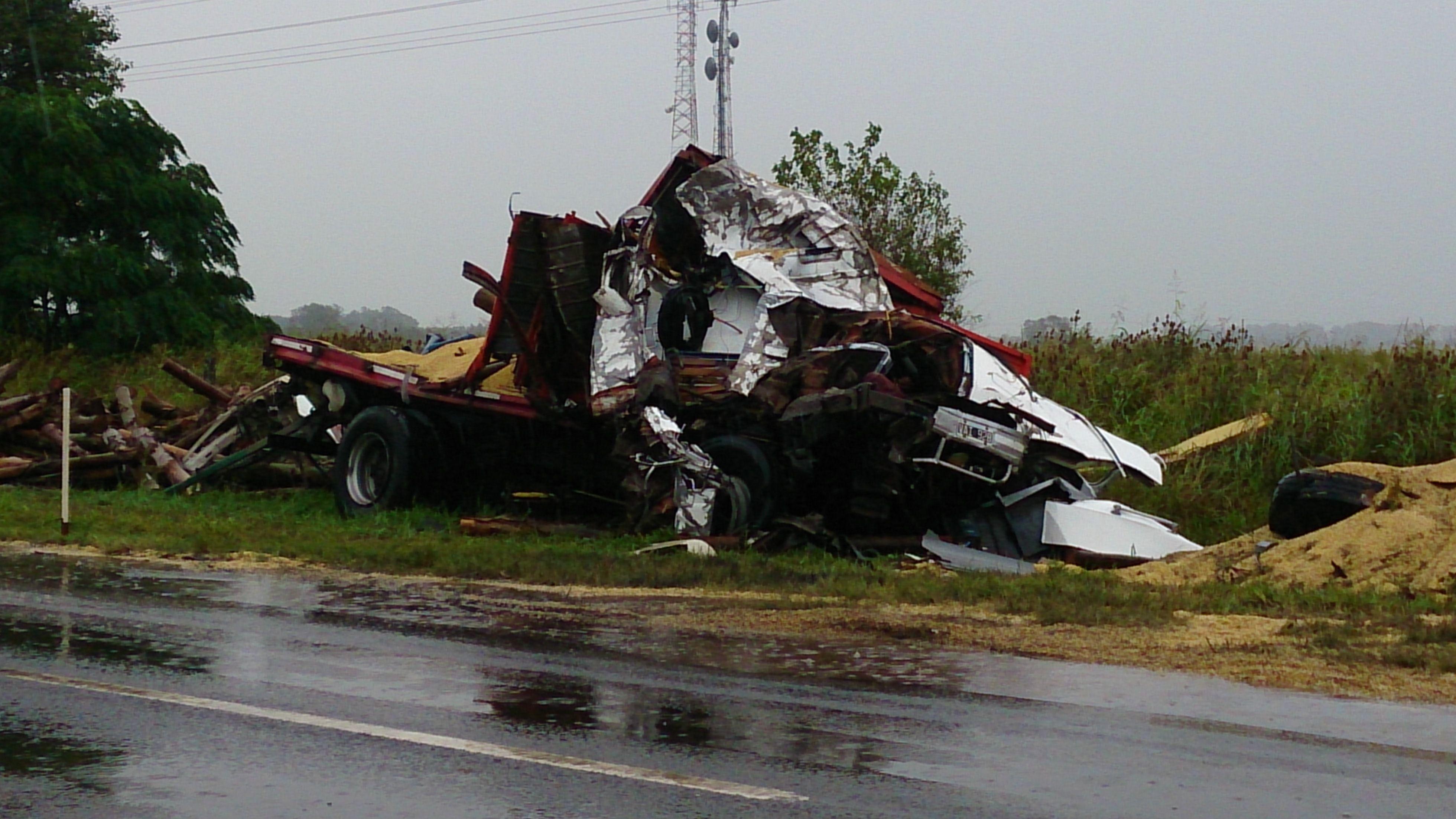 Así quedó uno de los vehículos involucrados en el choque. (Foto: Celina M. Lovera)