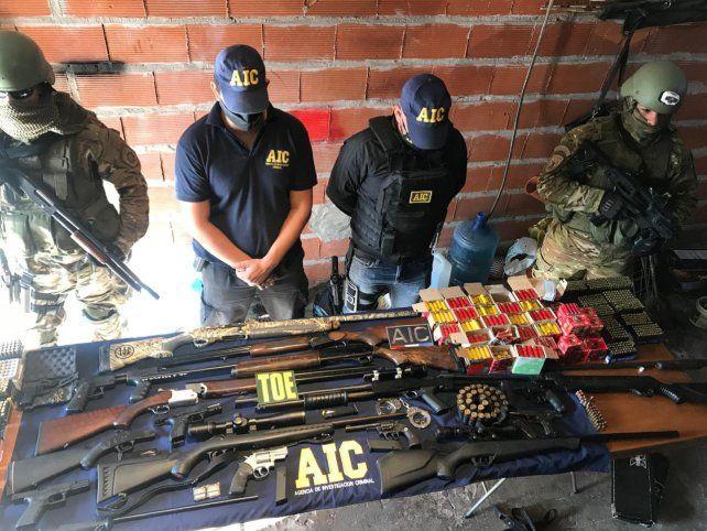 En los allanamientos se incautaron armas cortas y largas