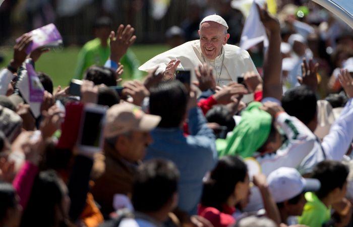 """El Papa abordó la defensa del ambiente y reconoció que los pueblos indígenas """"tienen mucho que enseñarnos""""."""