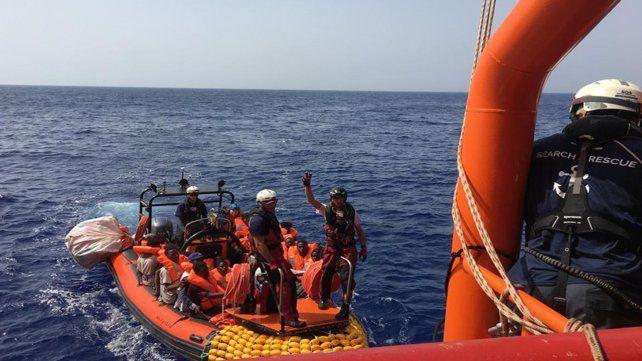 A salvo. El buque Ocean Viking rescata refugiados en el Mediterráneo.