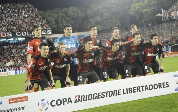 La formación leprosa que jugó ante Atlético Mineiro en el Coloso Marcelo Bielsa. El nuevo entrenador desea que no le desarmen el plantel para encarar el torneo Inicial.