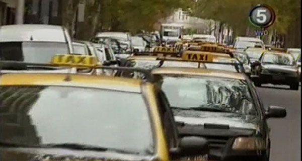 Los taxistas amenazan con un paro si el Concejo no aprueba el 30 por ciento de aumento