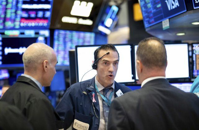 Espera. Inversores aguardan una señal que detenga la volatilidad.