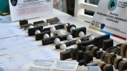 Los títulos universitarios y secundarios falsos eran vendidos a través de Mercado Libre.