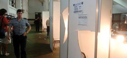 La barra brava provocó incidentes en la cancha de Newells: hay 21 detenidos