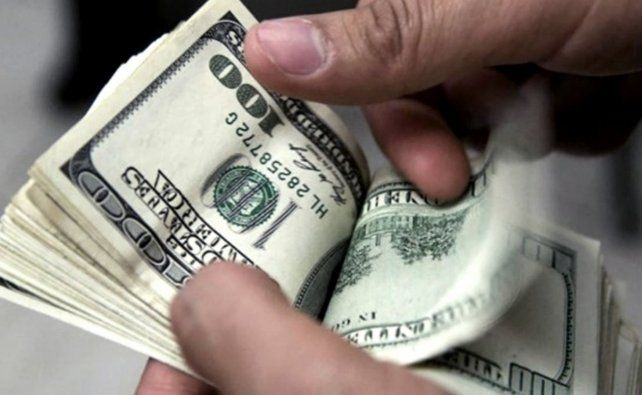La presión para devaluar el peso se mantiene firme en el mercado.