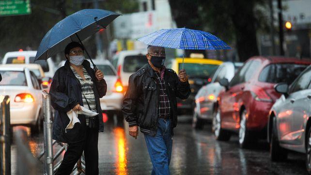 A tener a mano los paraguas. La amenaza de tormentas fuertes sobre Rosario está latente.