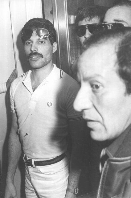 Freddie Mercury entrando en el Gigante de Arroyito para el show de aquel 6 de marzo de 1981.