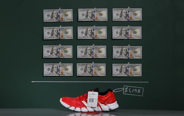 Precio récord. Un par de Adidas costaba en septiembre 1.198 dólares