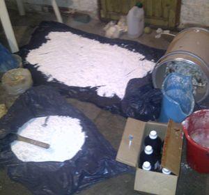 La droga incautada fue hallada sobre bolsas de plástico.