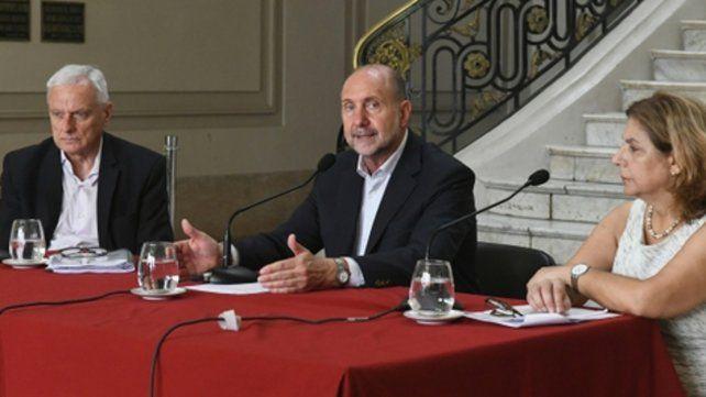 Acuerdo. El alejamiento del ministro Caros Parola (izquierda) fue consensuado con el gobernador. Lo reemplazará Sonia Martorano (derecha).