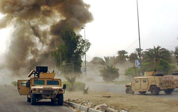 Signos de violencia. Una patrulla de blindados Hummer del ejército egipcio en la zona del grave incidente.