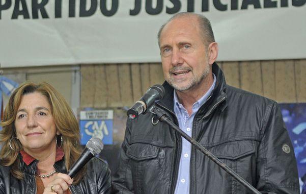 Ganador. Omar Perotti celebró en el local del PJ en la capital provincial.