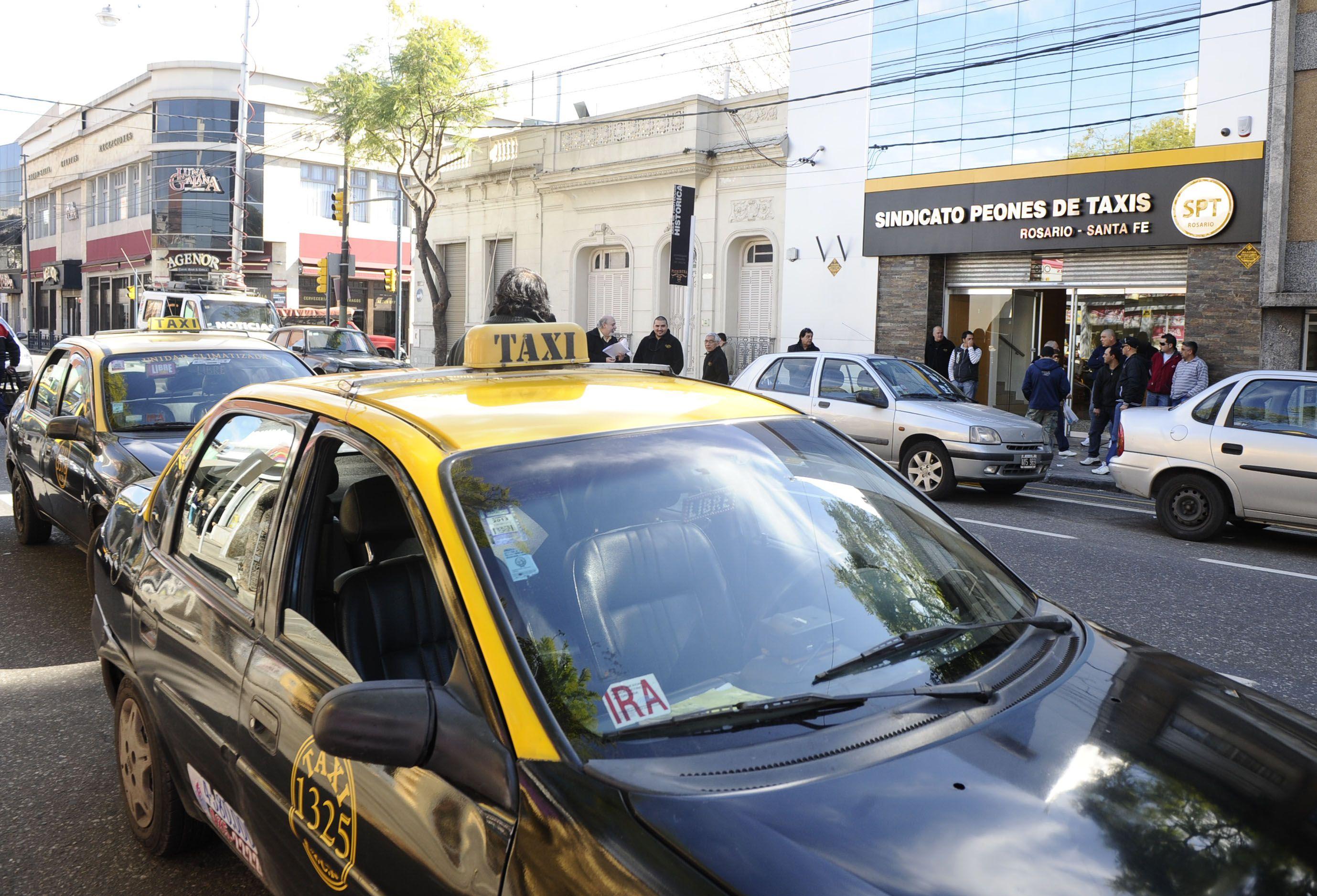 La edil de la UCR María Eugenia Schmuck dijo que hay que avanzar con estás medidas para no resentir el servicio de taxis durante la noche.
