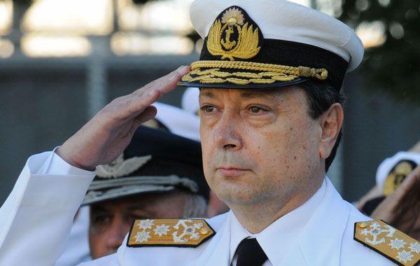 Carlos Alberto Paz renunció al mando de la Armada luego de que el gobierno sancionara a dos oficiales subalternos. La fragata quedó retenida en Ghana por una demanda de un fondo buitre.