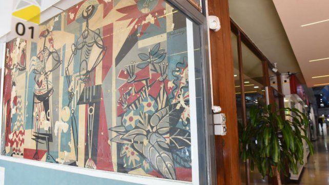 El mural Los Músicos está en el local 01