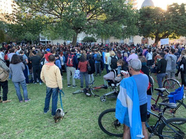 Manifestantes anticuarentena se negaban a dejar la zona del Monumento.